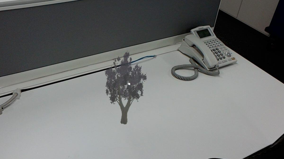 MRならサイズは自由なので、机の上に桜を咲かせることもできます。
